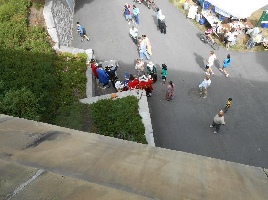 Rideau Canal, Soldiers down below talking to tourists