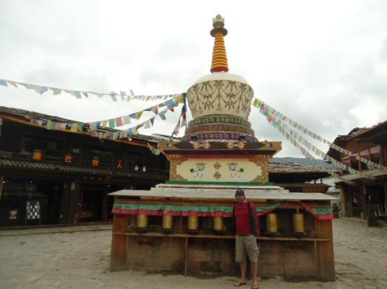 Suo Ya La Zang Restaurant : White Stupa in Old Town Shangri-la