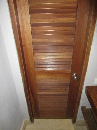 Ananda Hotel Boutique: bathroom door