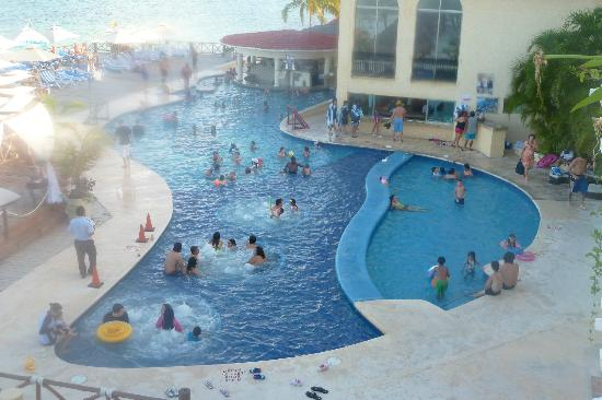 All Ritmo Cancún  Resort & Waterpark: Pool from room 326 Main Pool activity's and music
