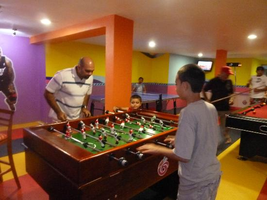 All Ritmo Cancun Resort & Waterpark: Game Room, Pool table, ping pong, air hockey, foos ball table