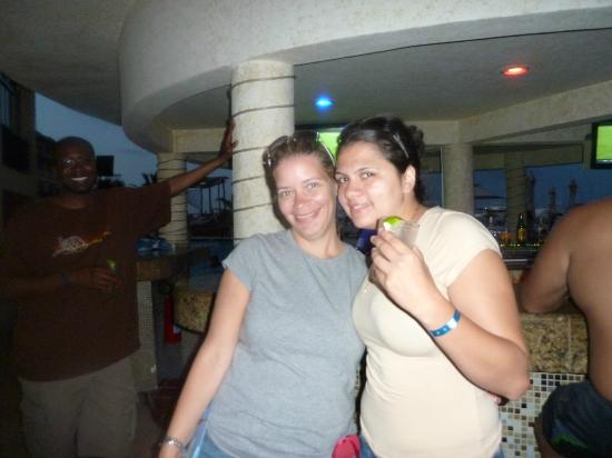 All Ritmo Cancun Resort & Waterpark: Bar at Pool behind us