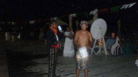 All Ritmo Cancún  Resort & Waterpark: Staff on Mexican night