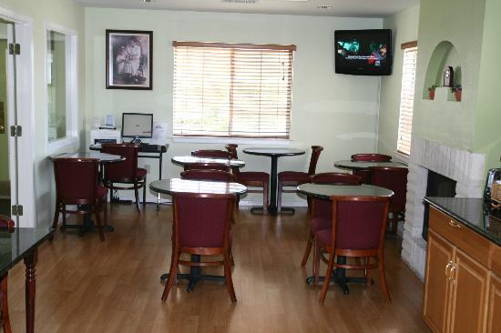 Days Inn Kerrville: business center