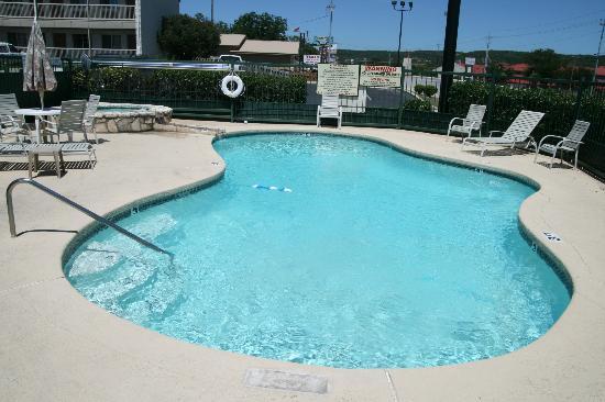 Days Inn Kerrville: pool