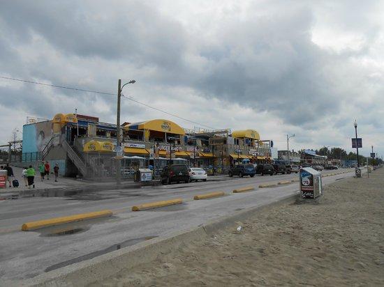 Wasaga Beach Provincial Park : Wassaga Beach  Area 1---Boardwalk shoppes