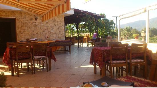 Rebetika Hotel: Terrasse du petit déjeuner, sympa
