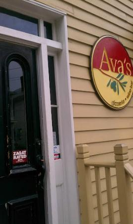 Ava's Pizzeria & Wine Bar: Entrance