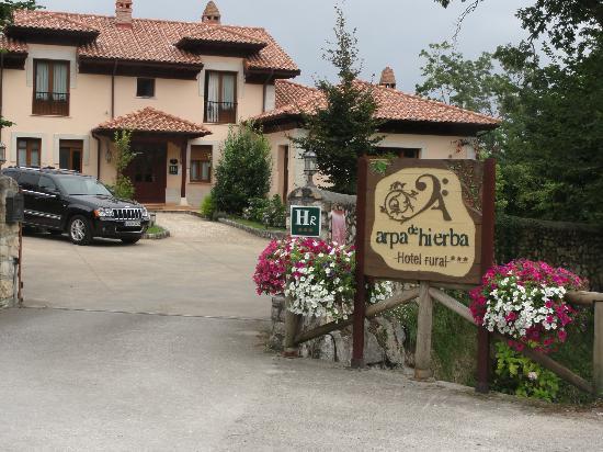 Hotel rural Arpa de Hierba: Entrada y edificio