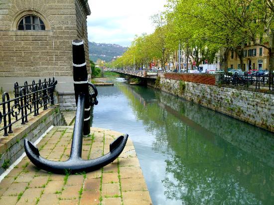 Museo Tecnico Navale della Spezia: Ingresso Museo: il canale Lagora che circonda l'Arsenale Militare