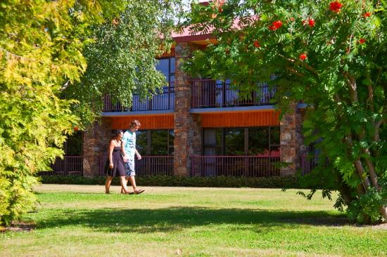 Mackenzie Country Inn: Stroll in the grounds