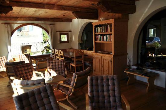Hotel Chesa Grischa: sala di lettura