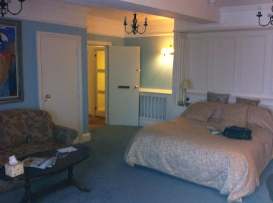 The Bull at Burford: our room the market suite