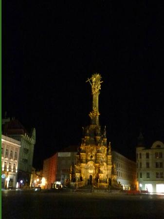 Holy Trinity Column: night