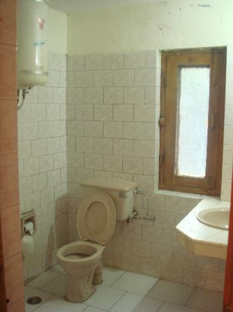 Hotel Kinner Kailash (HPTDC): Bathroom