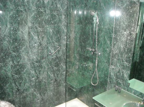 AC Hotel Leon San Antonio: baño