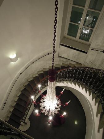 Hotel Palazzo Decumani: 踊り場階段からの眺め