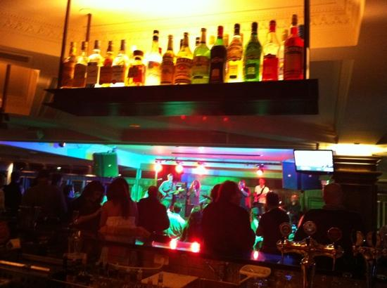 Three Monkeys Pub : a look from the bar to stage