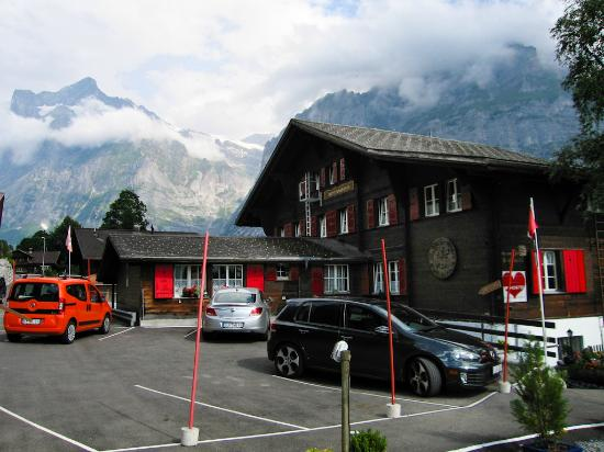 Nature's Friends : View of the hostel and parking