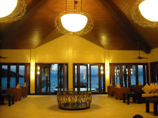 Two Seasons Coron Island Resort & Spa: Reception area