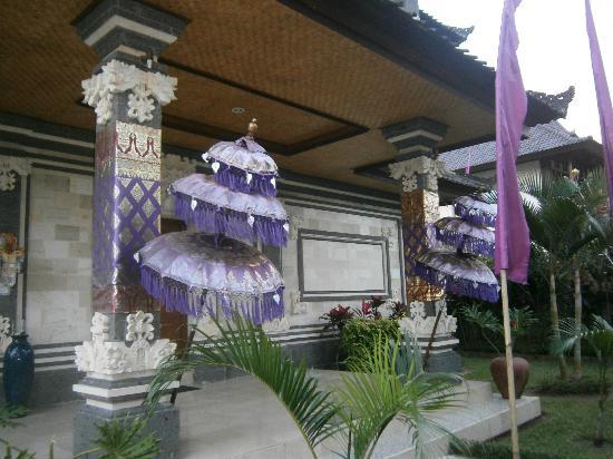 Villa Agung Khalia: Front Door