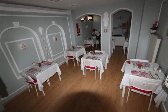 Taksim Plussuite Hotel: The breakfast room