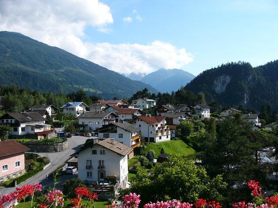 Hotel Arzlerhof: vue d'un des balcons de l'avant de l'hôtel