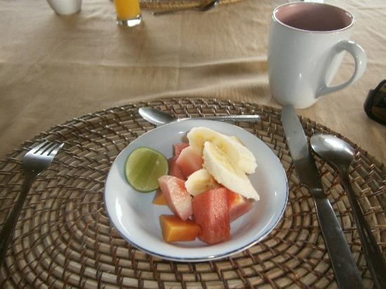 Villa Agung Khalia: Breakfast fruit platter