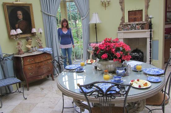 Queen Charlotte's Orangery : La sala da pranzo con vista sul giardino