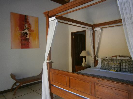 Emerald Villas: Bedroom