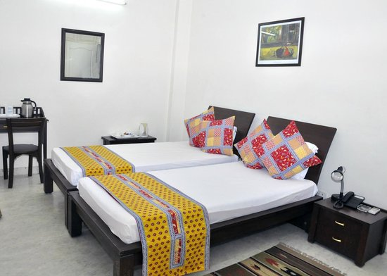 Mehra Residency at the Airport : bedroom
