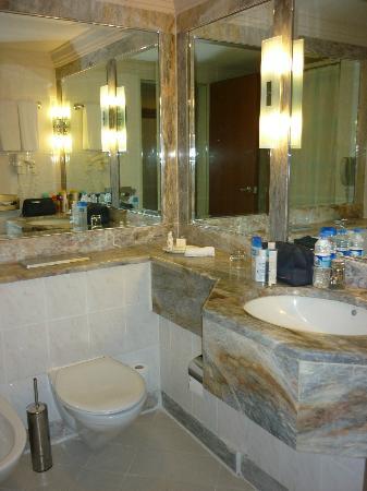Renaissance Antalya Beach Resort & Spa: Salle de bains