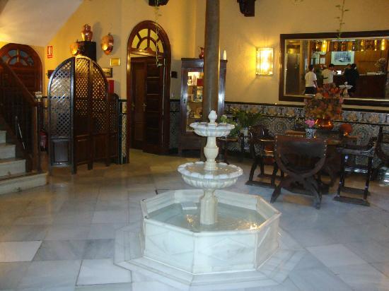 Reina Cristina Hotel: Entrada del Hotel