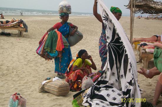 Mandrem Beach: Colourful beach sellers