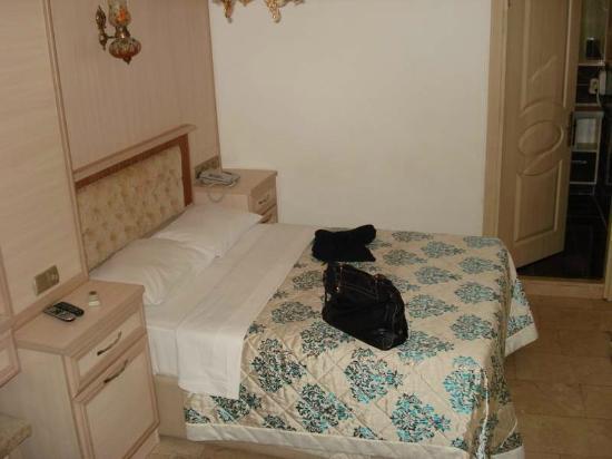 Alaaddin Hotel: Room 102