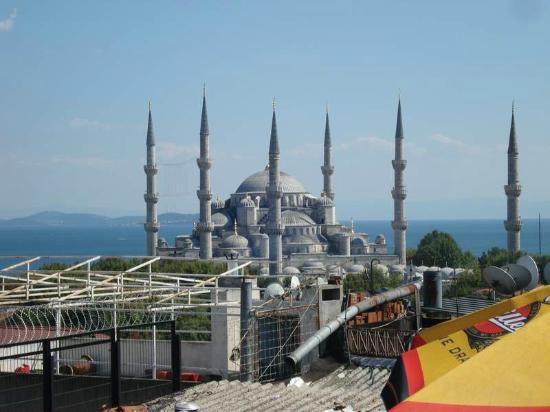Aldem Hotel: Blue Mosque from Rooftop