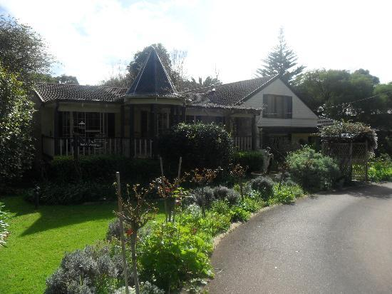 Rosewood Guesthouse: A lovely front view