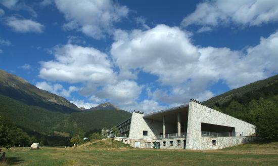 MonNatura Pirineus: Món Natura Pirineus building and surroundings