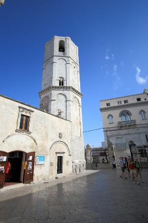 Monte Sant'Angelo, Italia: Campanile ottagonale chiesa di San Michele Arcangelo