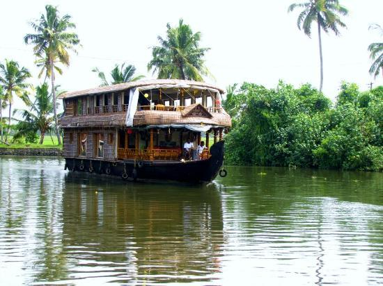 Maria Heritage Homes and Spa: House Boat