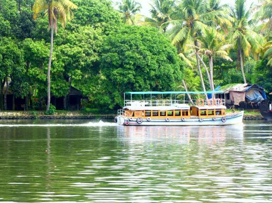 Maria Heritage Homes and Spa: Boat in the Back Waters
