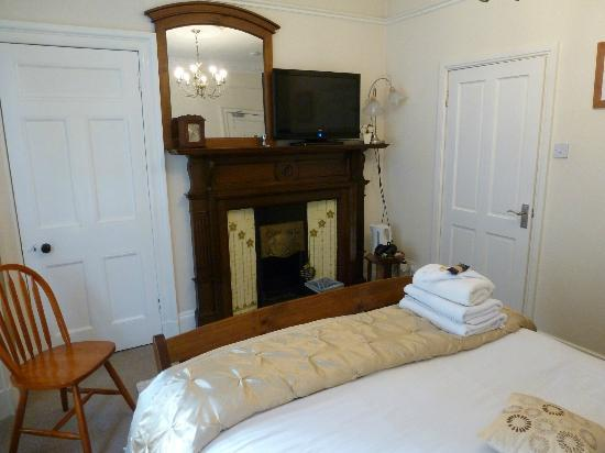 Auchyle Guest House: Room 6