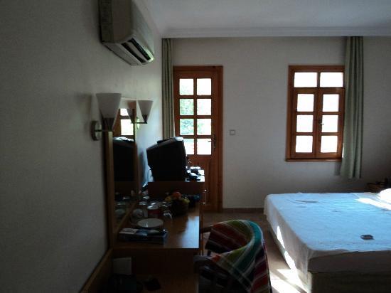 Perdikia Beach: Family Room