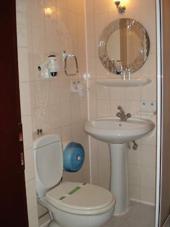 Atlantis Hotel: Bathroom