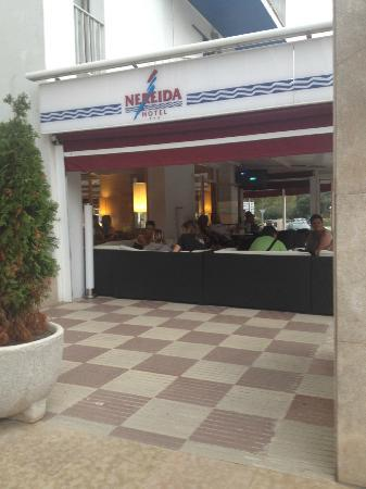 Nereida Hotel : espace restauration exterieur