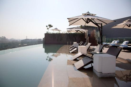Swimming pool picture of jw marriott hotel chandigarh - Chandigarh hotel with swimming pool ...