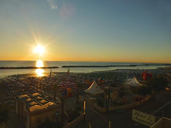 il sorgere del sole dall'hotel Augusta