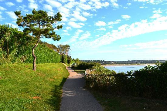 Cliffside Inn: Morning stroll along the cliffwalk