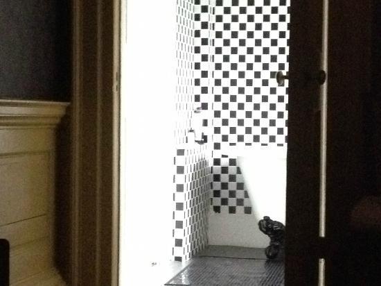 Lea Hall: Bathroom of The Chocolate Room - Room 10