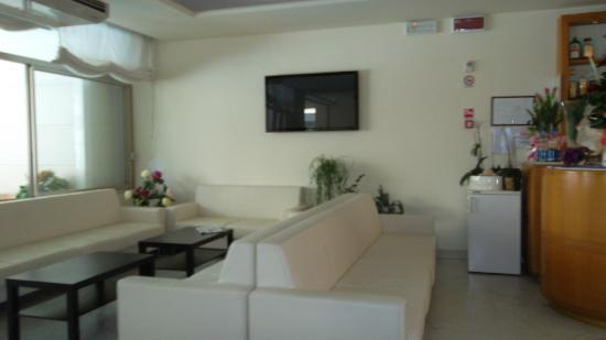 Mercedes Hotel: SALA